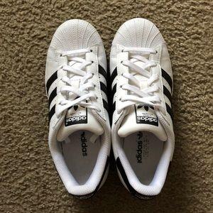 Women Size 4 fits US 5.5 Adidas Superstars 💫